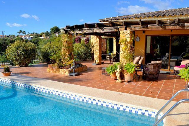 RV0190SW : Вилла с красивым садом в Ла Нусия