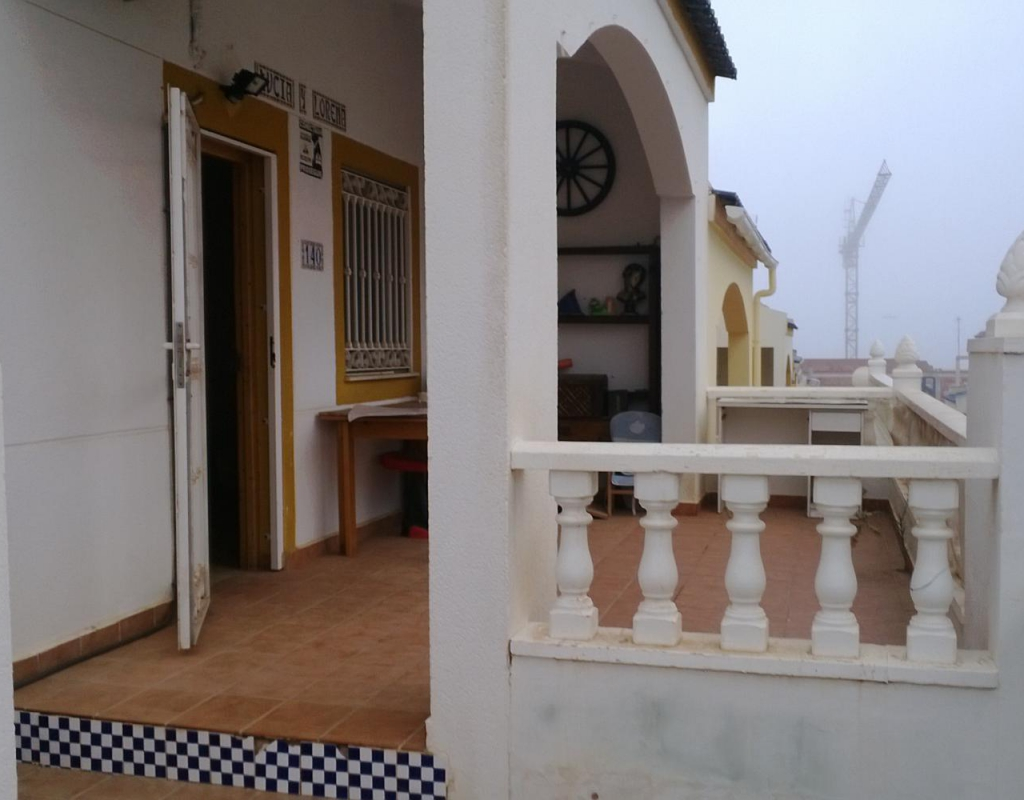 INM-00704 : Смежный дом с 3 спальнями в Торревьехе