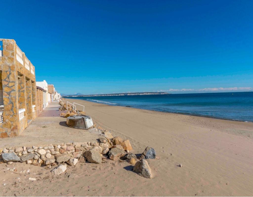 NC2740PR : Новые виллы в Ла Марина в 400 м от пляжа