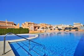 Продажа апартаментов в провинции Costa Blanca South, Испания: 2 спальни, 65 м2, № GT-0140-TK – фото 1
