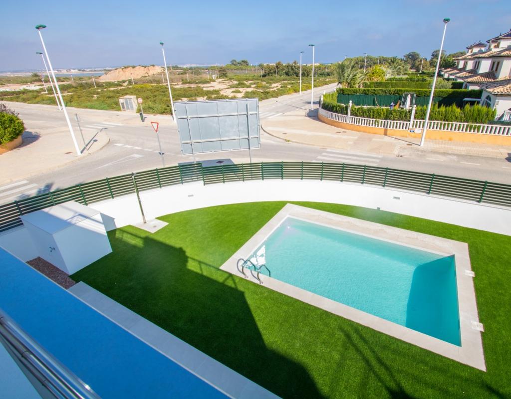 NC2050AS : Новые виллы в Ла Марина в 800 м от пляжа