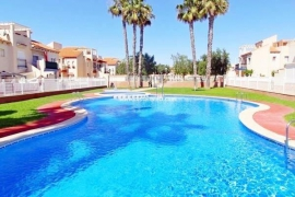 Продажа бунгало в провинции Costa Blanca South, Испания: 2 спальни, 110 м2, № GT-0211-TN – фото 1