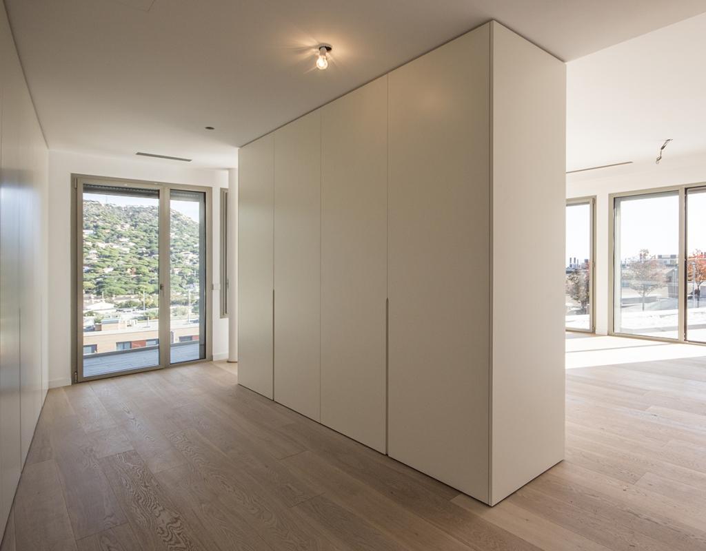 RV-B005-BE : Новый дом с современным дизайном  в Кабрилсе, Барселона