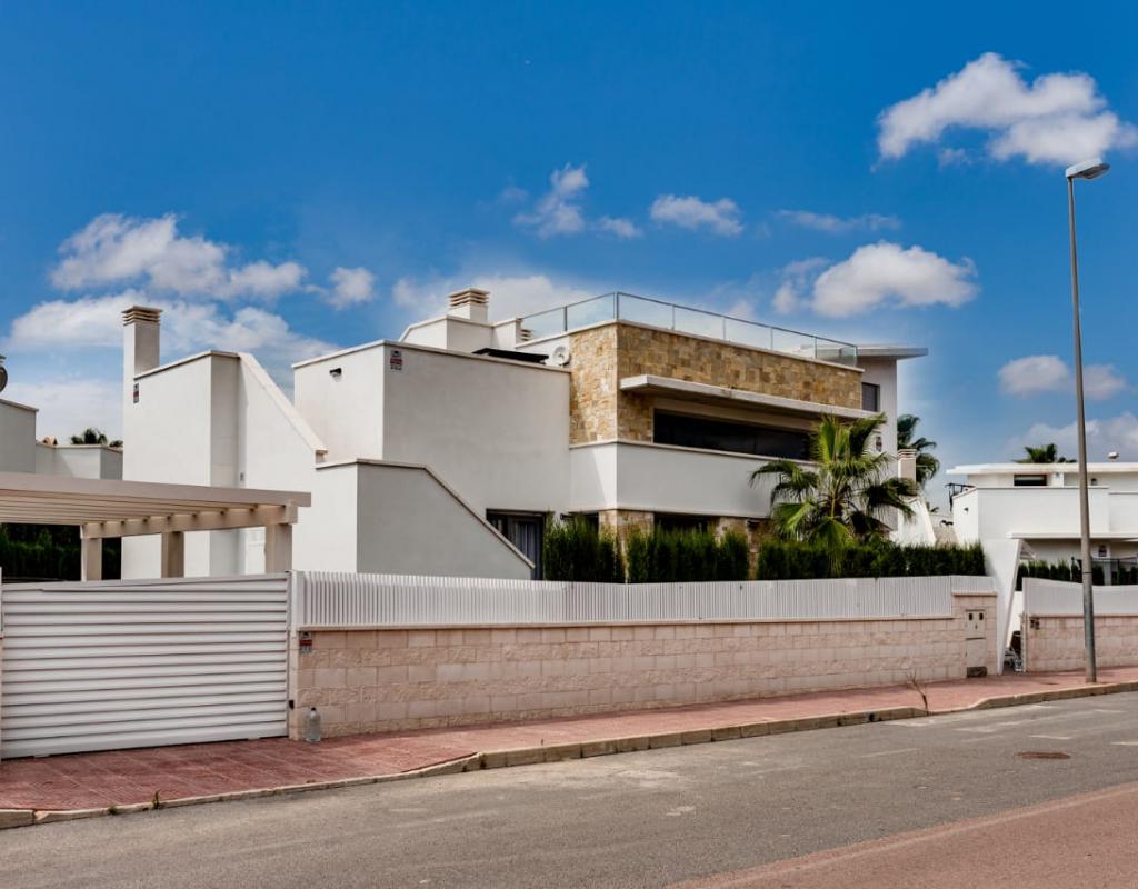 RV1928GL : Двухэтажная вилла в Сьюдад Кесада с частным бассейном