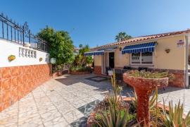 Продажа виллы в провинции Islas, Испания: 3 спальни, 81 м2, № RV-5577P-CC – фото 1